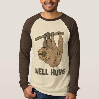 O poço pendurou o t-shirt da preguiça camiseta