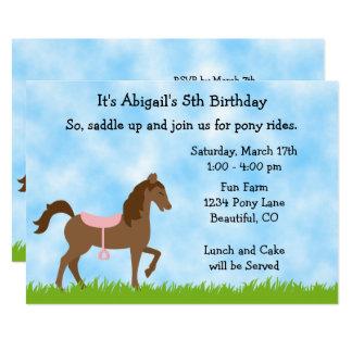 O pônei bonito do cavalo de Brown monta meninas Convite 12.7 X 17.78cm