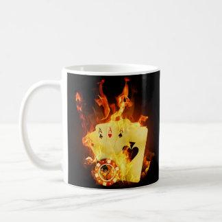 O póquer ardente carda a caneca