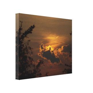 O por do sol dourado esticou o impressão das canva impressão de canvas envolvida