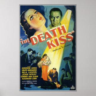 O poster de filme de terror do vintage do beijo da