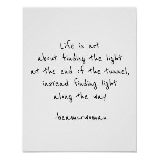 O poster para moldar encontra a luz ao longo do