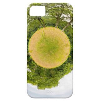 O prado com árvores gosta de pouco planeta capa barely there para iPhone 5