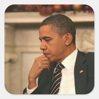 O presidente Barack Obama reflete enquanto se Adesivo Quadrado