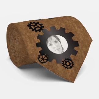 O preto alinha o laço da foto gravata