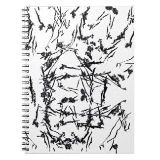 O preto dá forma ao caderno