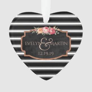 O preto listra o coração da lembrança do casamento ornamento