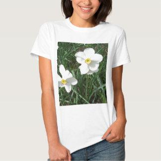 O primavera branco bonito floresce CricketDiane Tshirt
