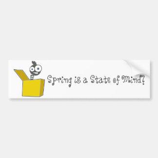 O primavera é um autocolante no vidro traseiro do  adesivo para carro
