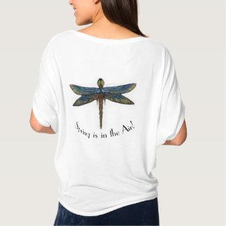 O primavera está no t-shirt da libélula do ar camiseta