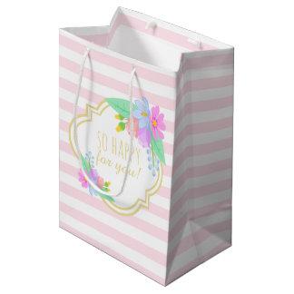 O primavera floresce o saco cor-de-rosa do sacola para presentes média
