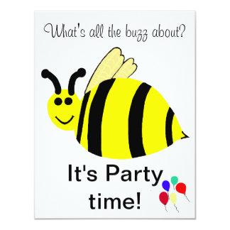 O primeiro aniversario Bumble o convite dos balões