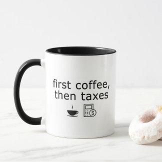 O primeiro café taxa então a caneca