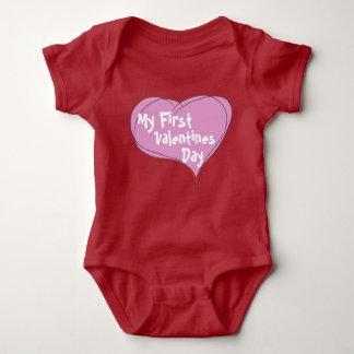 O primeiro dia dos namorados do bebê body para bebê
