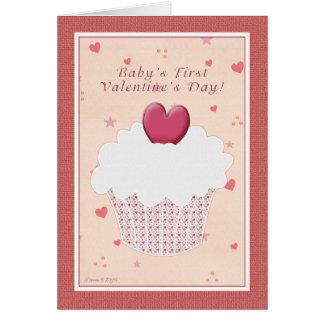 O primeiro dia dos namorados do bebê - cupcake do cartão comemorativo