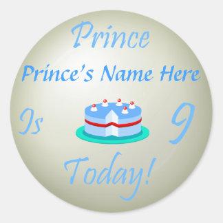 O príncipe (seu nome) é nove hoje adesivo redondo