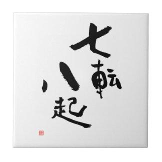 O provérbio japonês cai para baixo sete vezes