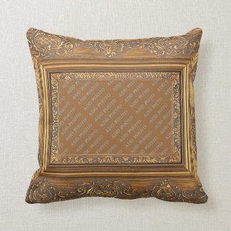 O quadro de madeira extravagante adiciona o almofada