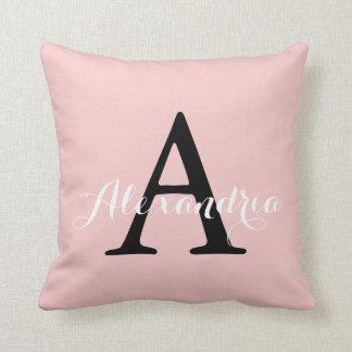 O quartzo cor-de-rosa cora monograma da cor sólida almofada