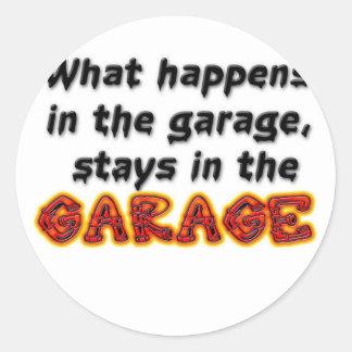 O que acontece nas estadas da garagem na garagem adesivos redondos