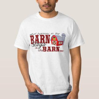 O que acontece nas estadas do celeiro no celeiro tshirts