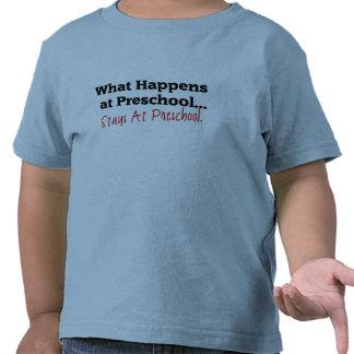 O que acontece no pré-escolar… t-shirt