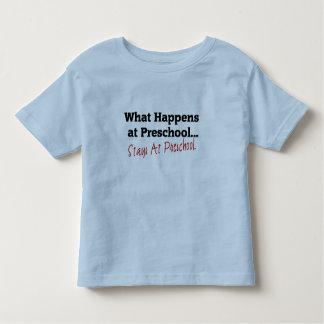 O que acontece no pré-escolar… camiseta