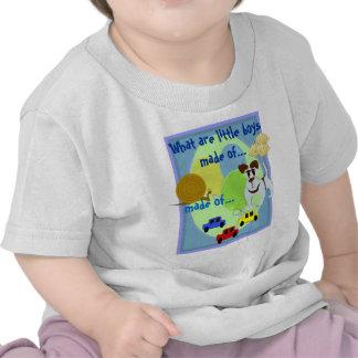 O que são os rapazes pequenos feitos… t-shirts