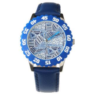 O relógio com banda azul e azul e o branco