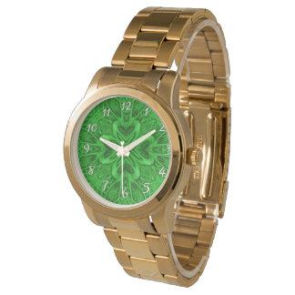 O relógio das mulheres celtas do vintage do verde