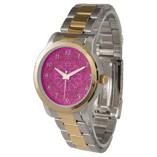 O relógio das mulheres cor-de-rosa do vintage do