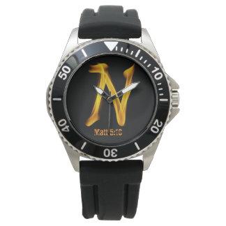 """O relógio de aço inoxidável dos homens de """"N"""""""