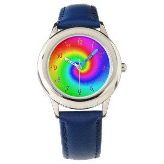 O relógio do miúdo do redemoinho do arco-íris da