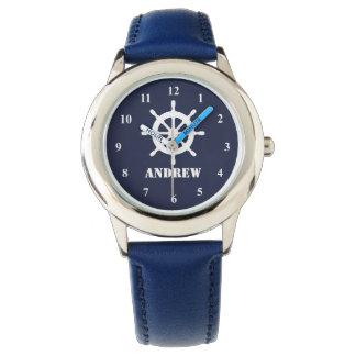 O relógio do miúdo náutico com logotipo e nome da