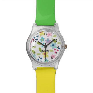 O relógio Funky colorido de menina de flores