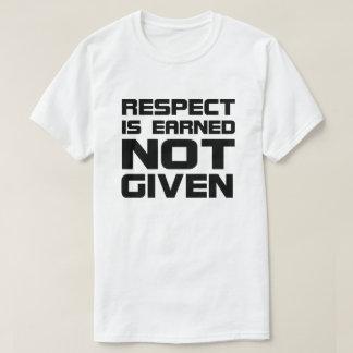 O respeito é ganhado o t-shirt básico camiseta