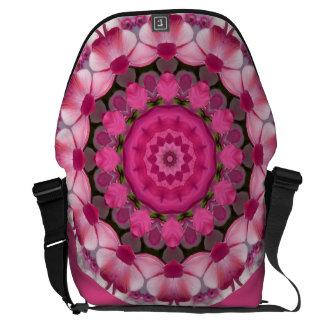 O rosa bonito floresce 001 02,1, mandala da bolsa mensageiro