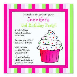 O rosa bonito polvilha a festa de aniversário do convite quadrado 13.35 x 13.35cm