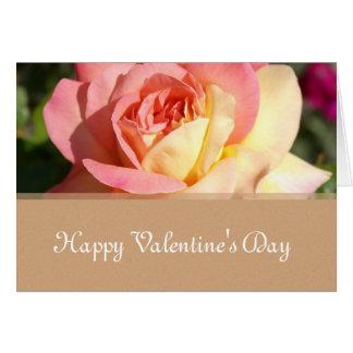 O rosa cor-de-rosa, amarelo floresce o feliz dia cartão de nota