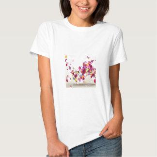 O rosa roxo floresce redemoinhos da borboleta tshirt