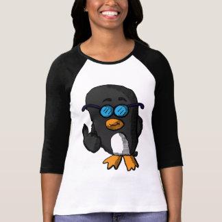 O sabe-tudo bonito arfa a camisa do pinguim
