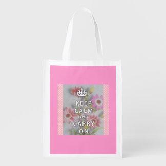 O saco reusável cor-de-rosa com mantem o slogan sacola ecológica para supermercado