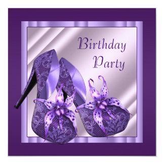 O salto alto da orquídea calça o aniversário roxo convite quadrado 13.35 x 13.35cm