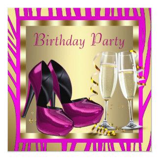 O salto alto do rosa quente calça o aniversário da convite quadrado 13.35 x 13.35cm