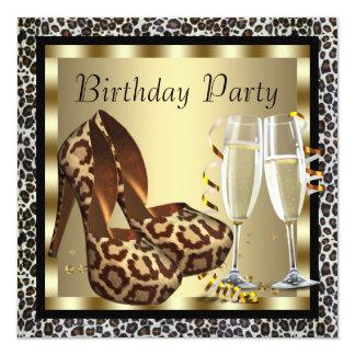 O salto alto dos cocktail calça o aniversário do convite personalizado