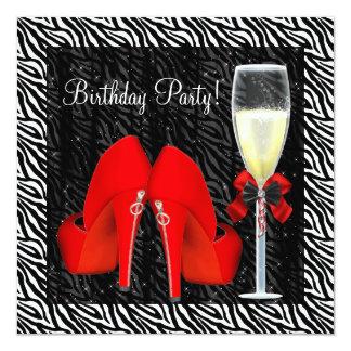 O salto alto vermelho dos cocktail calça o convite quadrado 13.35 x 13.35cm