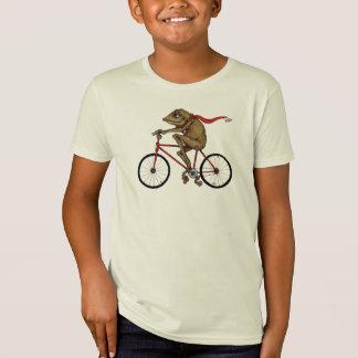 O sapo em uma camisa da bicicleta!