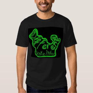 O skate diferente filma o verde no preto tshirts