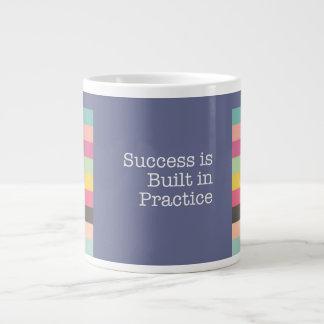 O sucesso é caneca enorme na prática construída