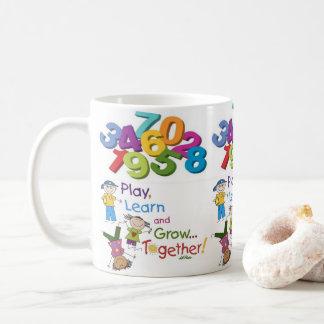 o suco das crianças do jogo agride o branco do caneca de café